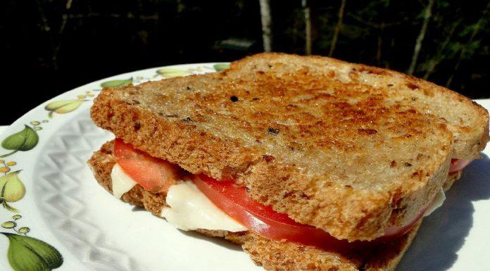 #SnackAttack Tomato Mozzarella Sandwich