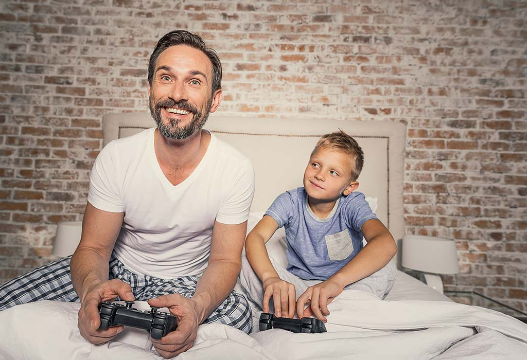 अपने बच्चों के लिए माता-पिता को एक अच्छा रोल मॉडल बनना क्यों जरूरी है?