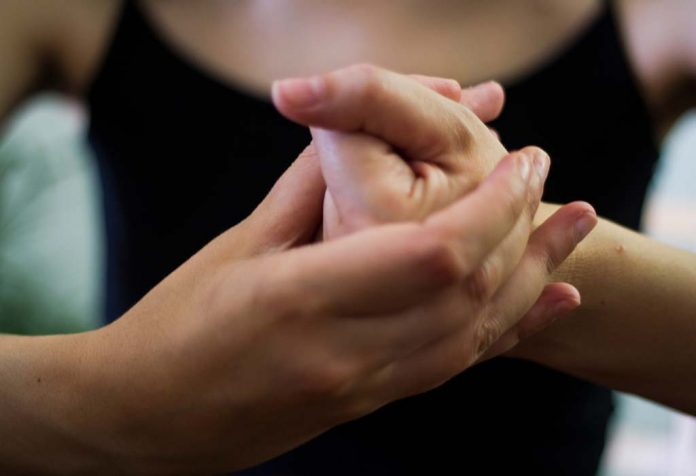 How to Stop Cracking Your Knuckles for Good in 10 Easy Steps