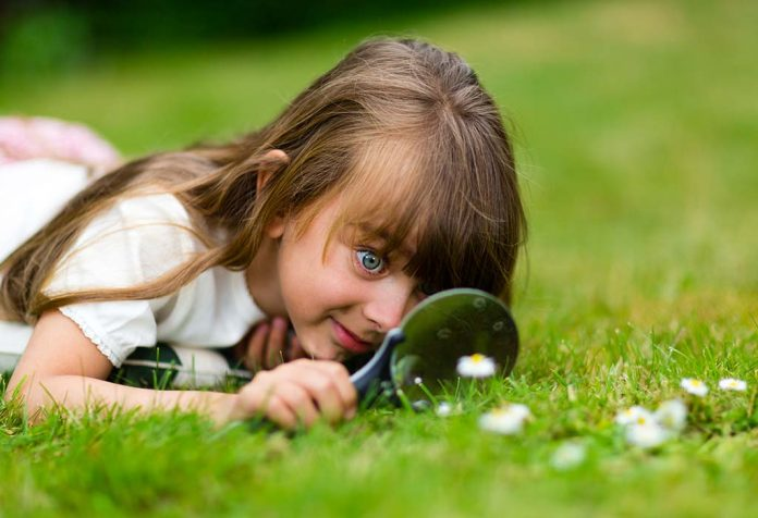 Importance of Curiosity in Children and Tips to Develop It