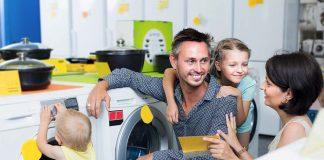स्कूल जाते बच्चों के साथ हमारा व्यवहार, बिताएं उनके साथ ज्यादा से ज्यादा समय।