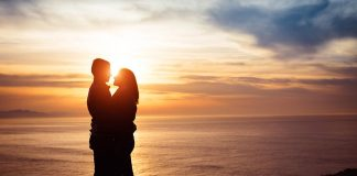 tips to plan perfect romantic v-day getaway with partner