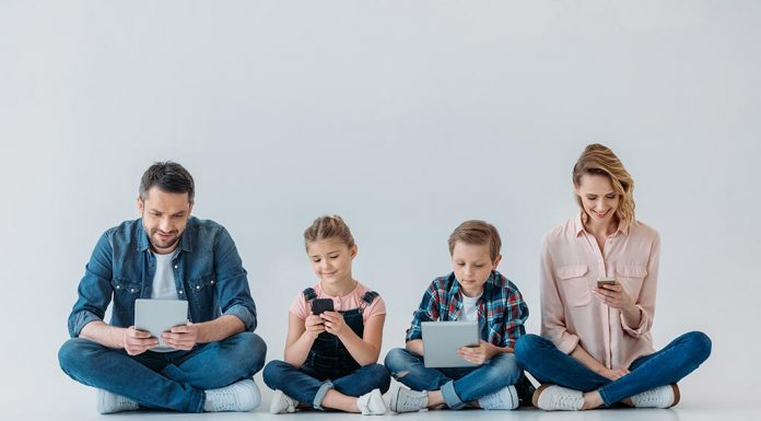 Here's Why Parents Need to Limit Their Screen Time Too!