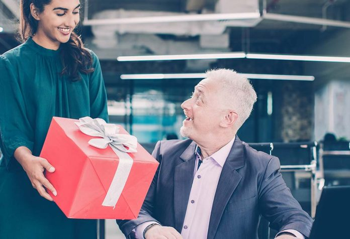 10 Gift Ideas for Your Boss That Will Make His Day