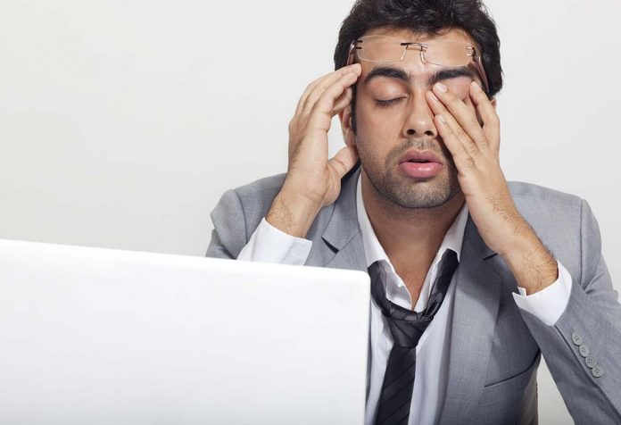 Feeling Sleepy at Work - Try These 10 Tips to Help You Stay Awake