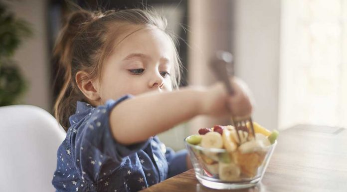 How I Made My Toddler Eat Everything Served on Her Plate on Her Own