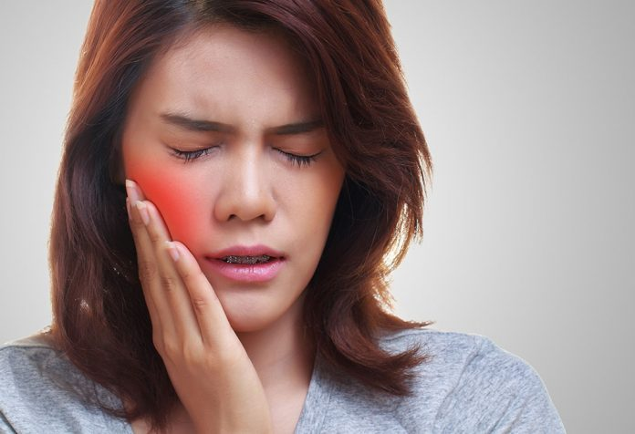 Home Remedies for Teeth Sensitivity to Deal with the Pain