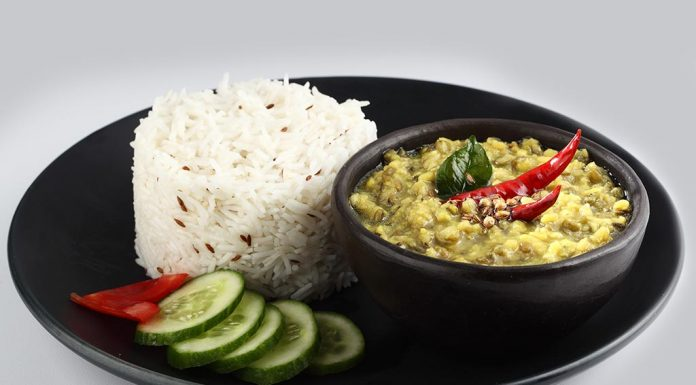 Rice and moong dal with chilka Recipe