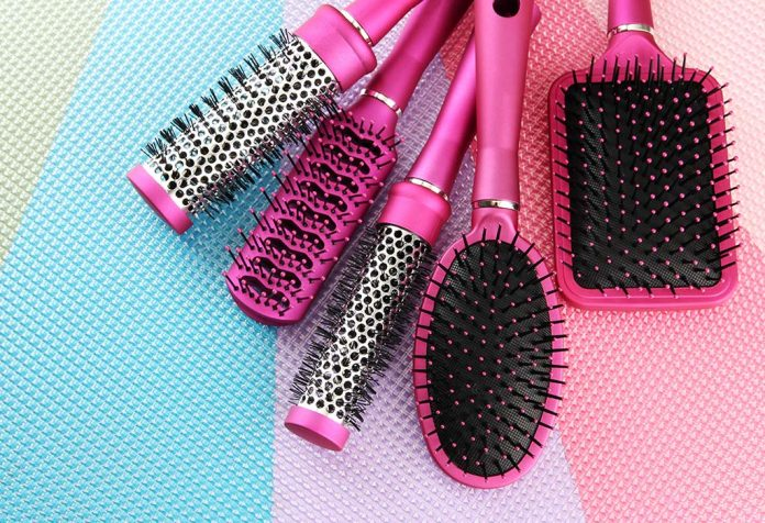 Easy Tips and Tricks to Clean Combs and Hair Brushes