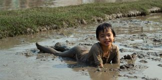 How Playing with Dirt Improves Immunity in Kids and Helps in Overall Growth