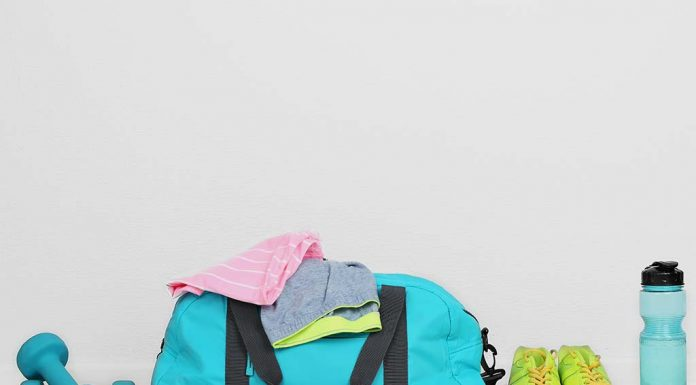 12 Gym Bag Essentials - You Can't Afford To Be Without