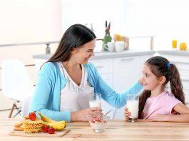 मुलांनी दूध पिण्यासाठी सोपे आणि परिणामकारक मार्ग
