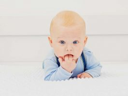 Baby putting hands in mouth, causes and tips to deal