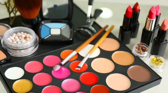 Makeup Bag Essentials- Makeup Products Every Woman's Bag Should Have