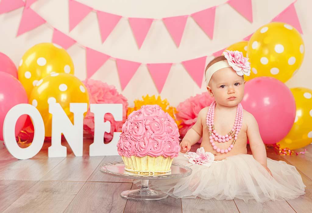 पार्टीशिवाय आपल्या बाळाचा पहिला वाढदिवस कसा साजरा करावा?