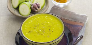 Gazpacho with Zucchini, Garlic and Turmeric
