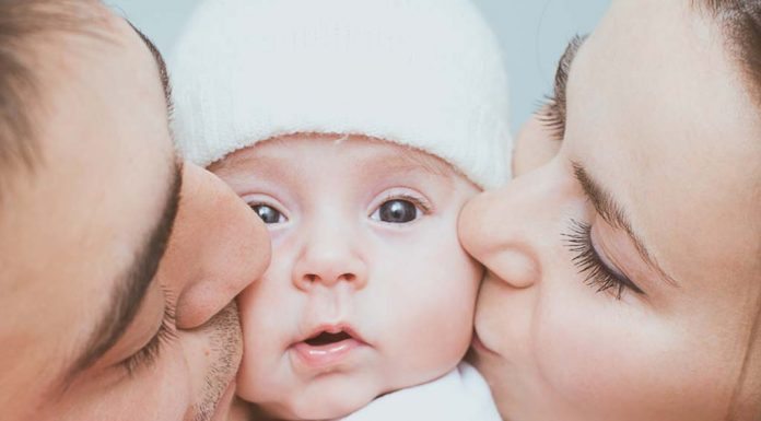 Bonding with Baby- How Mommy, Daddy and Siblings Can Bond with the Newborn