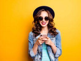 मोबाइल अभिशाप भी है और वरदान भी परंतु यह हमारे इस्तेमाल के ऊपर निर्भर करता है