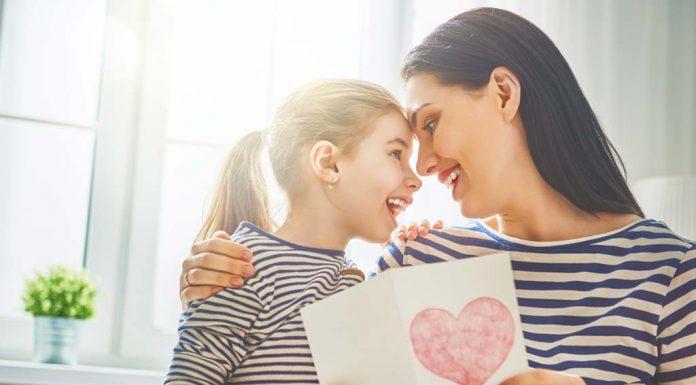 बढ़ती बेटी को अपना दोस्त बनाएं, टेकनोलॉजी को ना बनने दें