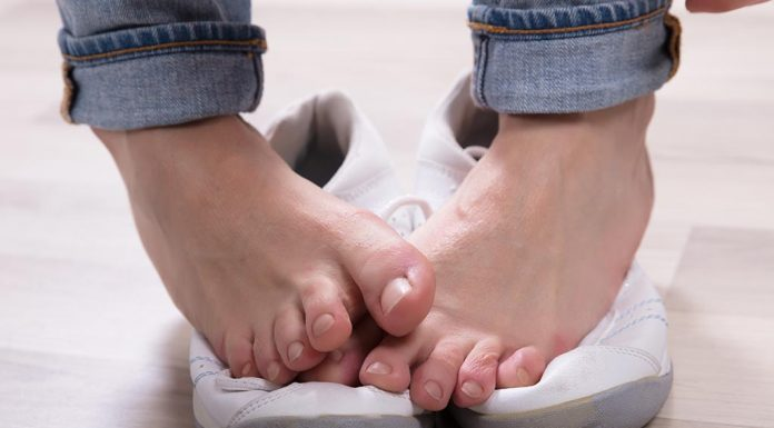 How To Get Rid of Smelly Feet - 8 Effective Home Remedies