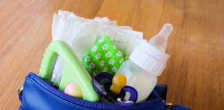 7 Must-haves in a Mother's Bag While Going Out with Kids