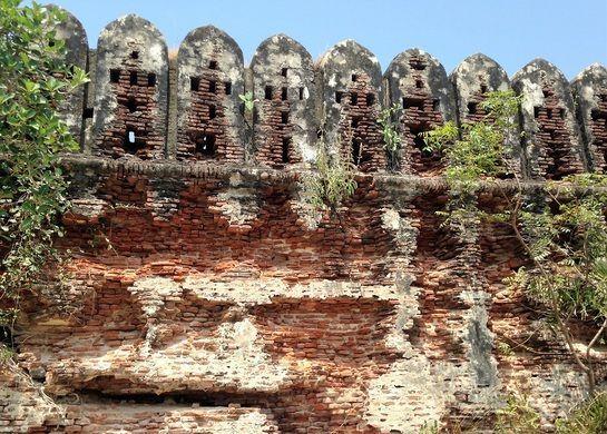Alamparai Fort