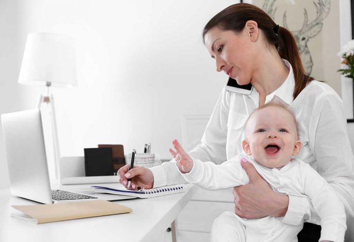 5 Challenges Faced by Mothers Who Work From Home