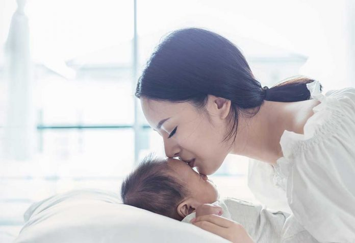 The Pressure on New Mothers to Be Perfect
