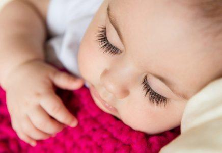 शिशुओं में खर्राटों का क्या कारण है