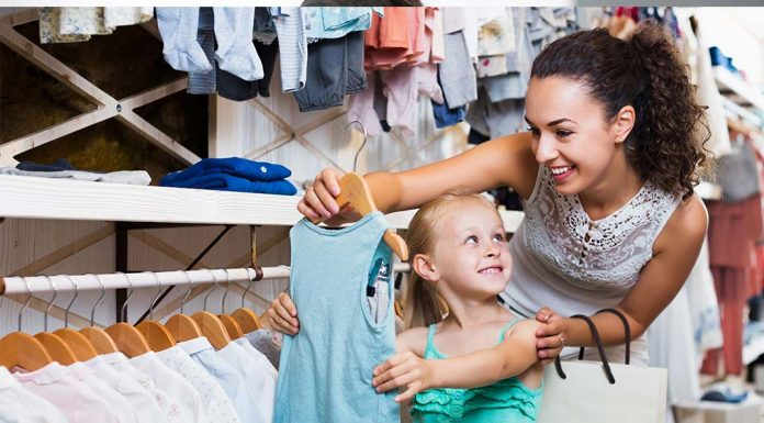 Here's What You Should Do While Going Shopping With Your Child