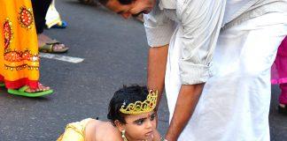 भगवान कृष्ण के रूप में पोशाक पहनाने के खास 8 टिप्स – आपके नन्हे के लिए