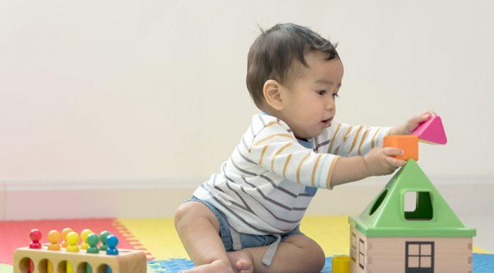 ८ महिन्यांच्या बाळाचे विकासाचे टप्पे