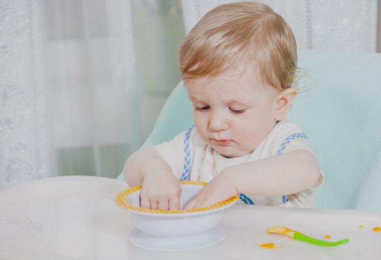 १७ महिन्याच्या बाळासाठी अन्नपदार्थ – पर्याय, आहार तक्ता आणि पाककृती