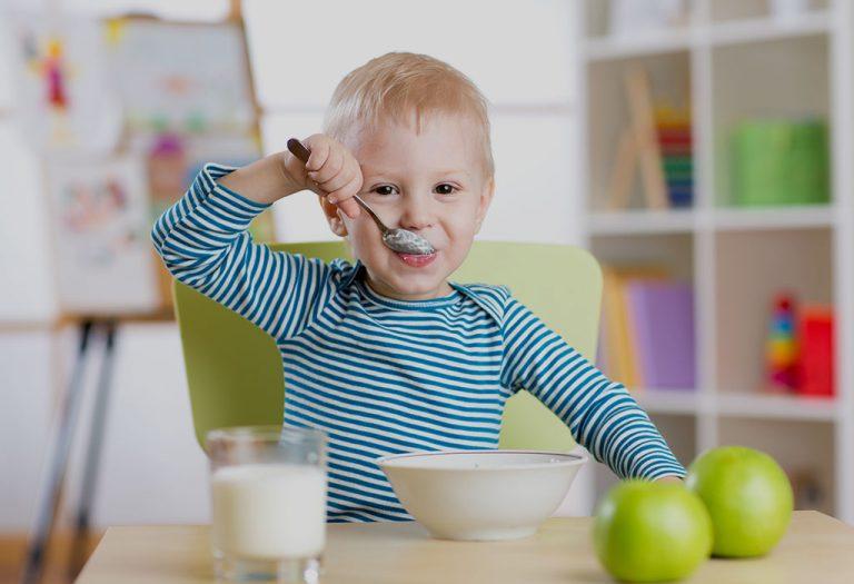२१ महिन्यांच्या बाळासाठी अन्नपदार्थ – विविध पर्याय, आहार तक्ता आणि पाककृती