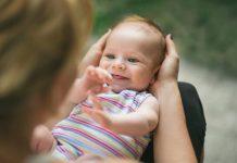 तुमच्या २ महिन्यांच्या बाळाची वाढ आणि विकास