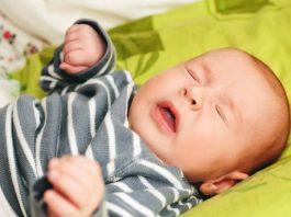 बाळांना होणारी सर्दी: कारणे, उपचार आणि घरगुती उपाय