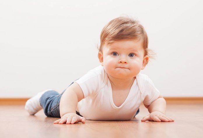 तुमच्या १० महिन्यांच्या बाळाची वाढ आणि विकास