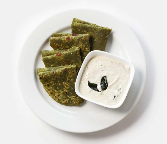 Paneer Palak Paratha Recipe for Kids' Tiffin