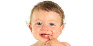 बाळाला दात येताना: पहिला दात येण्याची लक्षणे आणि घरगुती उपचार