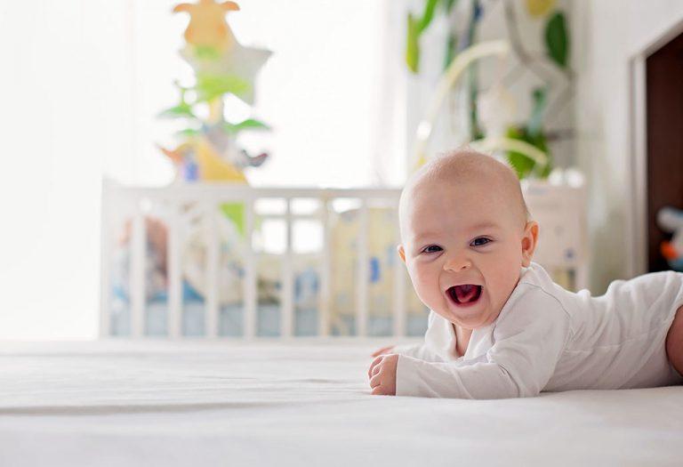 ४ महिन्यांच्या बाळाची काळजी कशी घ्याल – उपयुक्त टिप्स