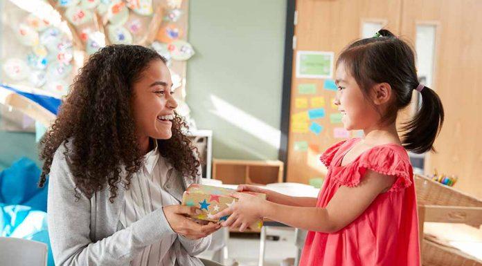 15 Creative Birthday Gift Ideas for a Teacher