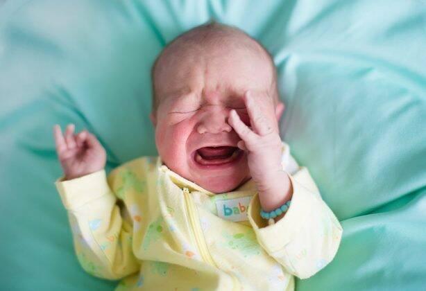 बाळांमधील निर्जलीकरण (डिहायड्रेशन): लक्षणे, कारणे आणि प्रतिबंध