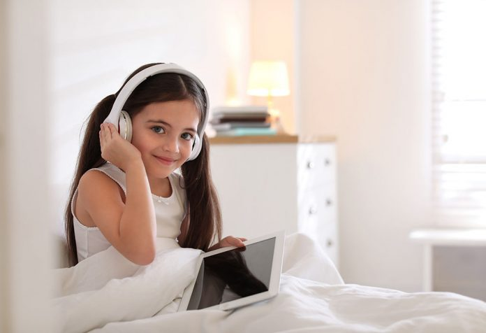 15 Best Free Audiobooks For Kids To Listen