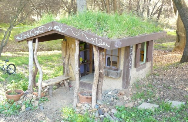 Upcycled Cool Playhouse
