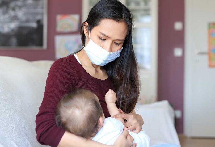 mom breastfeeding infant during coronavirus
