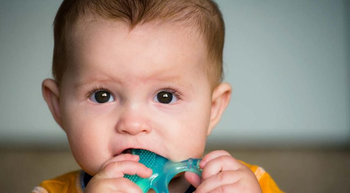 Teething Issues in Babies and Ways to Handle Them Tactfully