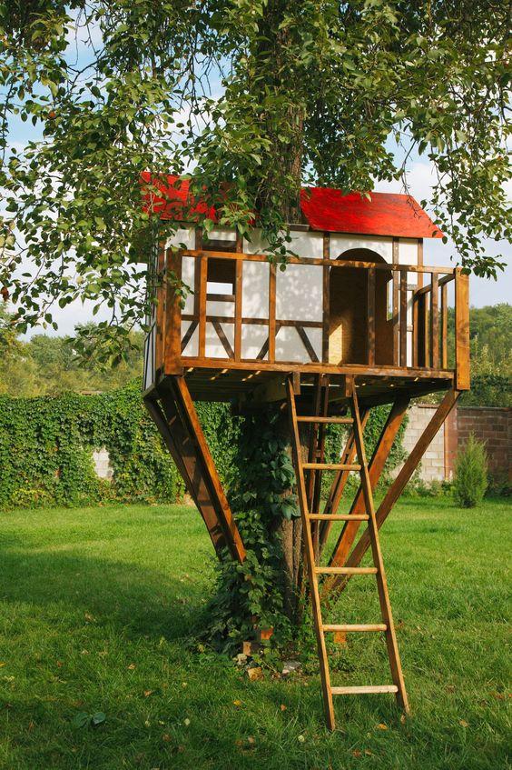 DIY Fairytale Treehouse