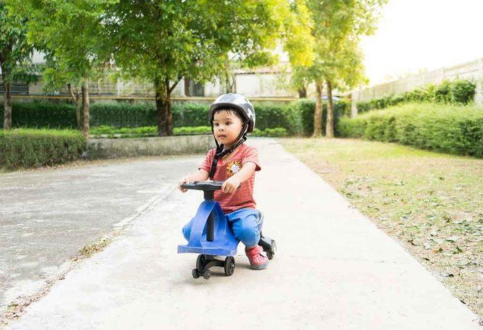 My Product Review: Babyhug Baby Panda Gyro Swing Car With Steering Wheel
