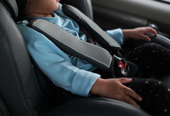 Review: The Babyhug Safe Journey Forward-facing Car Seat in Black