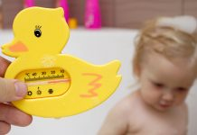 Baby Bath Thermometers - Types, Usage and Tips to Choose the Right One